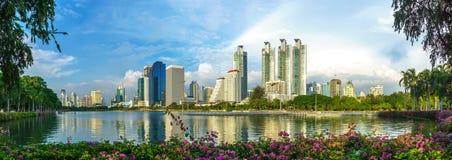 Cityscape på Benchakitti parkerar, Thailand Fotografering för Bildbyråer