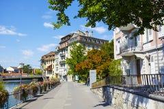 Cityscape på floden Aare, Thun Royaltyfria Bilder