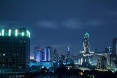 Cityscape på natten Fotografering för Bildbyråer