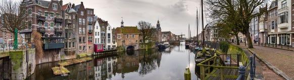 Cityscape, panorama - mening van de stad Rotterdam en zijn oud district Delfshaven royalty-vrije stock afbeeldingen