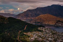 Cityscape of Queenstown and Lake Wakaitipu with The Remarkables in the background, New Zealan Stock Photos