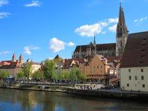 Cityscape Regensburg på Danube River Fotografering för Bildbyråer