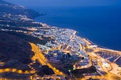 Cityscape 's nachts van Kerstman Cruz, La Palma stock afbeelding