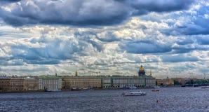 cityscape, sikt av den Neva floden, arkitektur och hydrofoen royaltyfria bilder