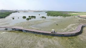 Cityscape van Ajman met de lucht hoogste mening van golfgebieden stock footage
