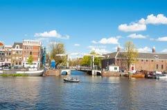 Cityscape van Amsterdam, Magere Brug als Magere Brug bij de voorzijde en de Kluis Amsterdam ook wordt bekend dat Royalty-vrije Stock Afbeelding