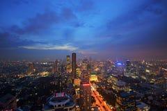 Cityscape van Bangkok bij schemer Stock Afbeelding