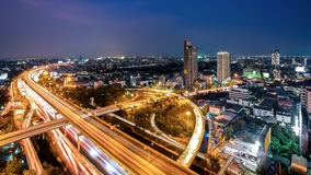 Cityscape van Bangkok bij schemering, de Snelweg van Bangkok Royalty-vrije Stock Foto's