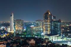 Cityscape van Bangkok bij schemering, Groep de Bouw Stock Foto's