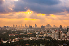 Cityscape van Bangkok bovenop een gebouw in de ochtend Royalty-vrije Stock Afbeeldingen