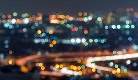 Cityscape van Bangkok die snelweg in schemeringtijd, Blu kan zien Stock Foto