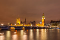 Cityscape van Big Ben en de Brug van Westminster met rivier Theems in Londen Stock Foto's