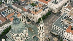 Cityscape van Boedapest en koepel van St Stephen Basiliek stock footage
