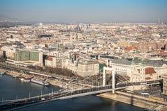Cityscape van Boedapest met Elisabeth Bridge over de Rivier van Donau Royalty-vrije Stock Afbeelding