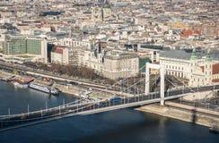 Cityscape van Boedapest met Elisabeth Bridge over de Rivier van Donau Stock Afbeeldingen