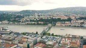 Cityscape van Boedapest op een bewolkte dag stock video