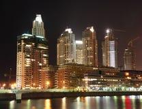 Cityscape van Buenos aires bij nacht Stock Foto's