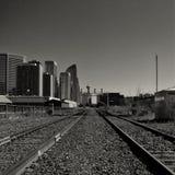 Cityscape van Calgary die van de Sporen van de Trein wordt bekeken Royalty-vrije Stock Afbeeldingen