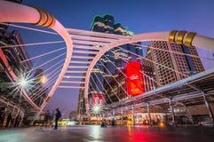Cityscape van Chong Nonsi-hemelgang of Chong Nonsi-brug stock afbeelding