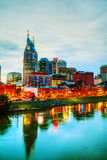 Cityscape van de binnenstad van Nashville in de avond stock afbeelding