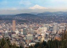 Cityscape Van de binnenstad van Portland Oregon en de Kap van MT Royalty-vrije Stock Afbeeldingen