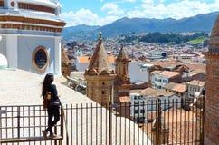 Cityscape van de historische centrumstad, mening van torens van Nieuwe Kathedraal, Cuenca, Ecuador royalty-vrije stock afbeeldingen