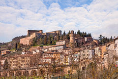 Cityscape van de kleine stad Castrocaro Terme, Italië Stock Fotografie