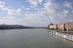 Cityscape van de rivierboedapest van Donau Stock Foto