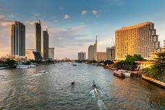 Cityscape van de stad van Bangkok en wolkenkrabbersgebouwen van Thailand , Panoramalandschap van zaken en financieel centrum van  stock afbeeldingen