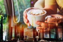 Cityscape van de stad van Singapore bij zonsondergangachtergrond Royalty-vrije Stock Afbeelding