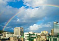 Cityscape van de stad van Taipeh met de regenboog Stock Fotografie