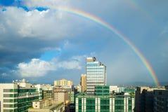 Cityscape van de stad van Taipeh met de regenboog Stock Afbeelding