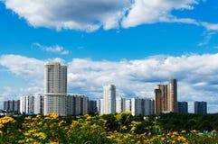 Cityscape van de zomer Stock Afbeeldingen