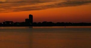 Cityscape van de de zomerzonsondergang de tijdspanne van de panorama4k tijd Mooie Horizonzonsopgang stock video