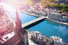 Cityscape van Dinant met Pont Charles de Gaulle Royalty-vrije Stock Foto