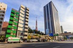 Cityscape van district shiba-Koen van Minato, Tokyo de Toren van Tokyo kan ver weg worden gezien van royalty-vrije stock afbeelding