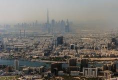 Cityscape van Doubai van hoogte omhoog wordt bekeken die Stock Fotografie