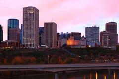 Cityscape van Edmonton als schemeringdalingen Royalty-vrije Stock Afbeelding