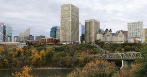 Cityscape van Edmonton in daling 4K stock footage