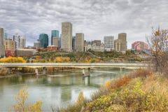 Cityscape van Edmonton met kleurrijke esp in daling Stock Afbeelding