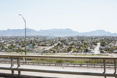 Cityscape van El Paso met bergen op achtergrond Royalty-vrije Stock Foto's