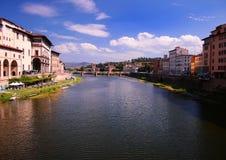 Cityscape van Florence en rivier Arno, Italië Stock Afbeeldingen
