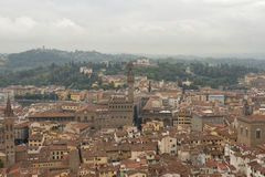Cityscape van Florence met Palazzo Vecchio in de mist Stock Foto's