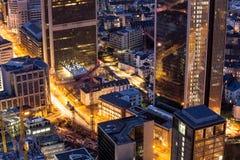 Cityscape van Frankfurt-am-Main Duitsland bij nacht Royalty-vrije Stock Foto