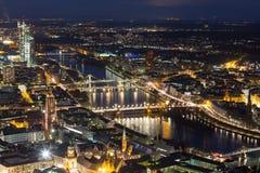 Cityscape van Frankfurt-am-Main Duitsland bij nacht Stock Fotografie