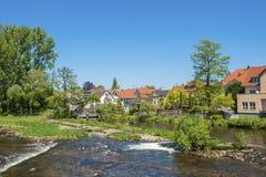 Cityscape van Gernsbach met de Murg-rivier, Zwart Bos, Baden- Royalty-vrije Stock Fotografie