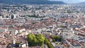 Cityscape van Grenoble in Frankrijk stock footage
