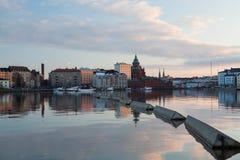 Cityscape van Helsinki met Jachtjachthaven en Uspenski-Kathedraal Stock Afbeelding