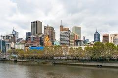 Cityscape van het de stadscentrum van Melbourne op donkere dag Stock Afbeeldingen