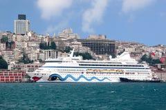 Cityscape van Istanboel met cruise Royalty-vrije Stock Afbeelding